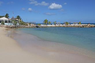Image du ocean point resort pool offert par VosVacances.ca