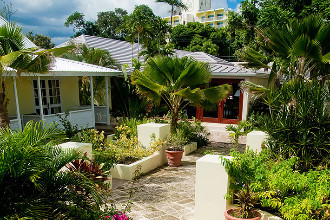 Main image of the Island Inn Hotel offered by YourVacations.ca