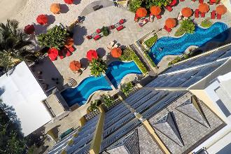 Image du ocean two resort and residences balcony offert par VosVacances.ca