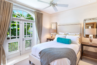 Image du port ferdinand luxury resort and residences beach offert par VosVacances.ca