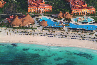 Main image of the Barcelo Maya Colonial offered by YourVacations.ca