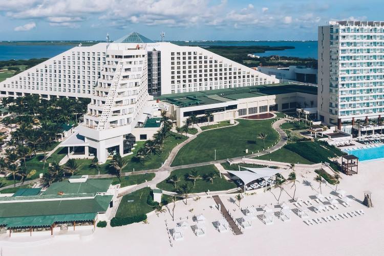 Image principale de l'hôtel Iberostar Cancun offert par VosVacances.ca