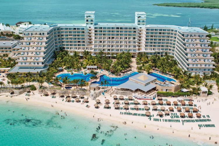 Image principale de l'hôtel Riu Caribe offert par VosVacances.ca