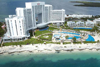 Main image of the Riu Palace Peninsula offered by YourVacations.ca