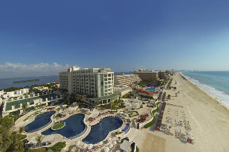 Main image of the Sandos Resort offered by YourVacations.ca