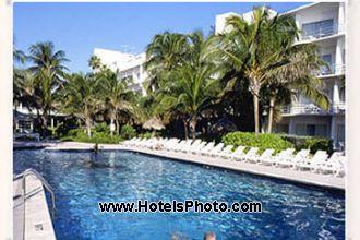 Image du days hotel thunderbird  ex best western  pool offert par VosVacances.ca