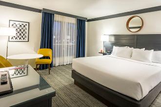 Image du oyo hotel and casino balcony offert par VosVacances.ca