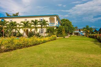 Image principale de l'hôtel Travellers Beach Resort offert par VosVacances.ca