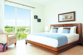 Image du west bay club balcony offert par VosVacances.ca