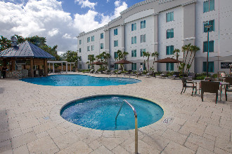 Main image of the Hampton Inn And Suites offered by YourVacations.ca