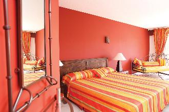 Image du palm court hotel balcony offert par VosVacances.ca