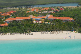 Main image of the Brisas Del Caribe offered by YourVacations.ca