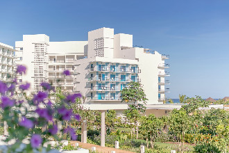 Main image of the Melia Internacional offered by YourVacations.ca