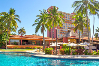 Main image of the Holiday Inn Ixtapa offered by YourVacations.ca