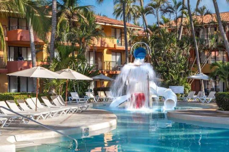 Image du holiday inn ixtapa fitness offert par VosVacances.ca
